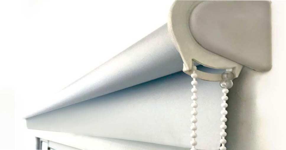 banner-cortina-roller-blackout-blanca-foco
